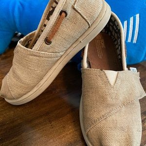 Toms boys shoes in khaki size 11 little kids